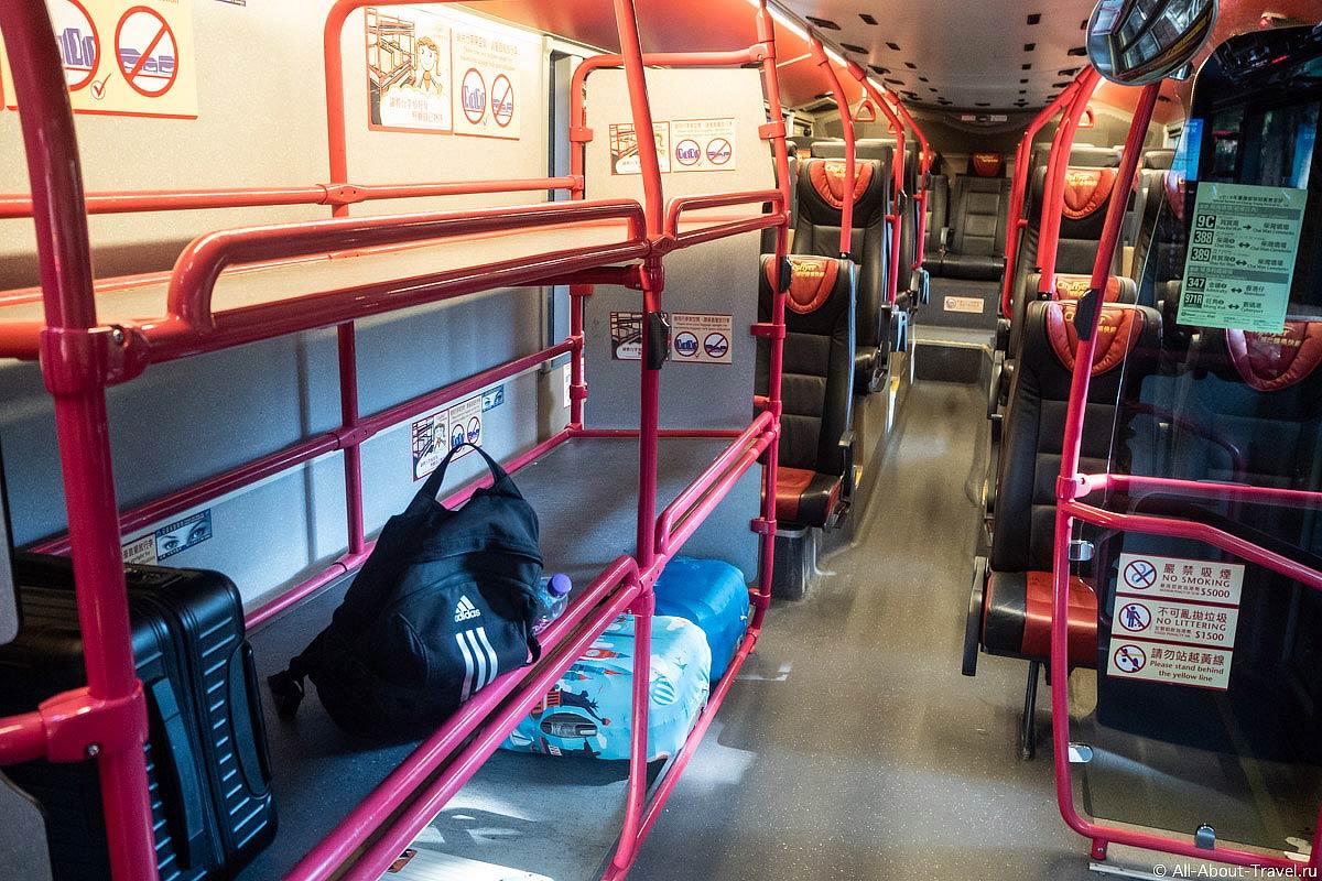 Багажные полки в автобусах Гонконга, идущих в аэропорт