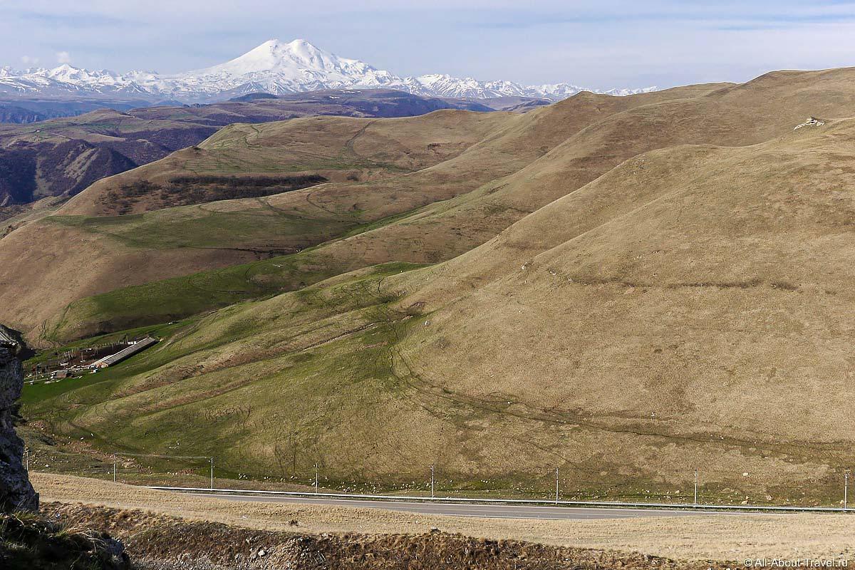 Вид на Эльбрус с плато Шатджатмаз