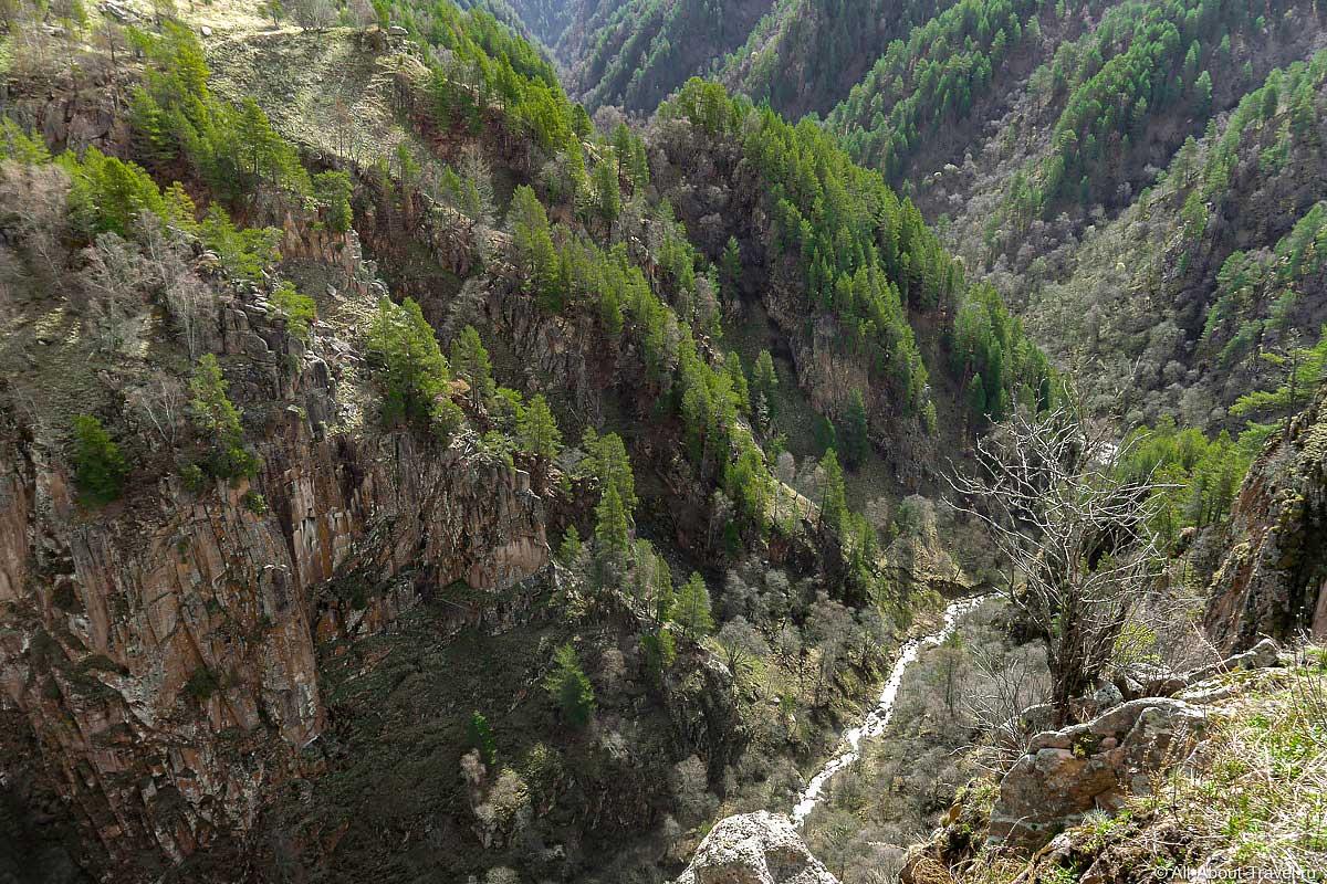Вид на скалы Аватары в Джилы-Су