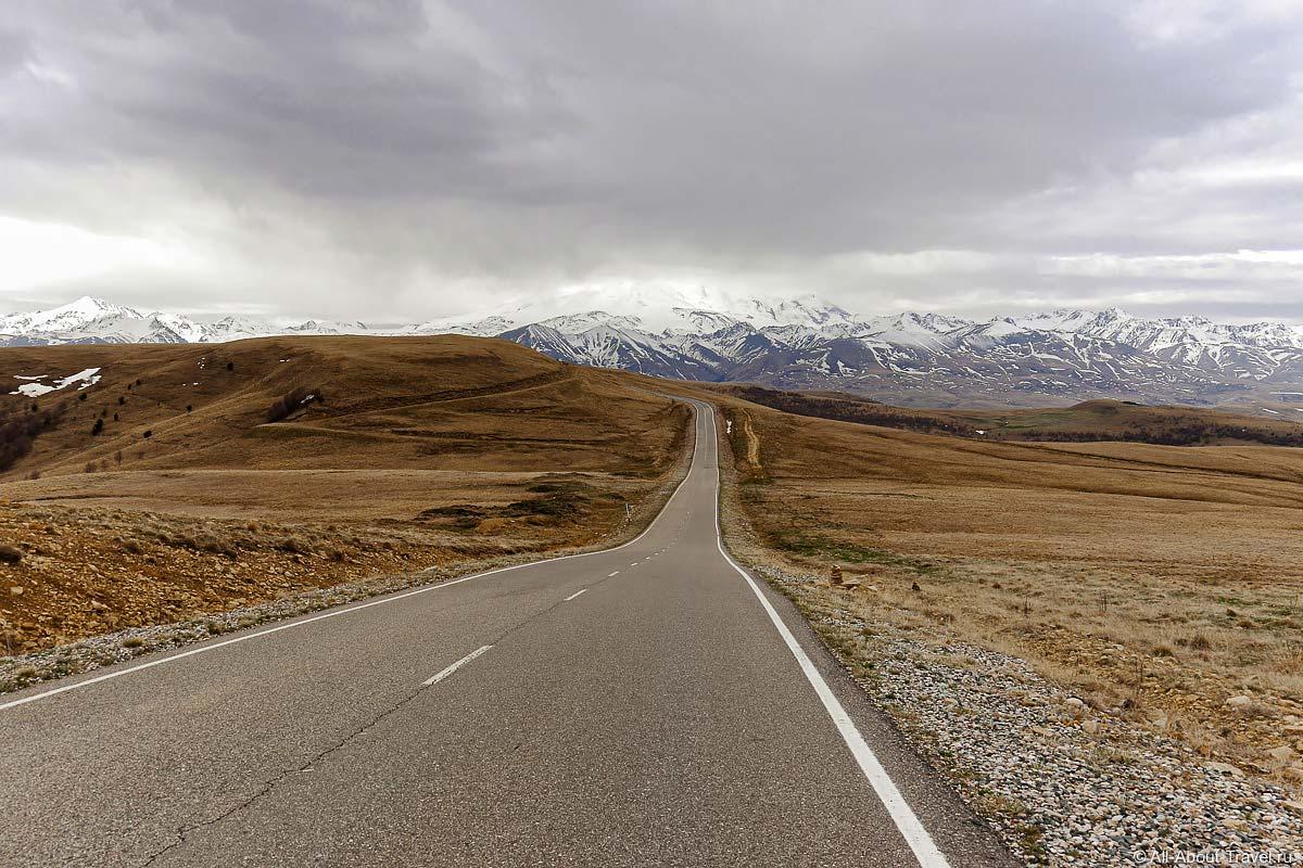 Дорога на Джилы-Су и вид на Эльбрус